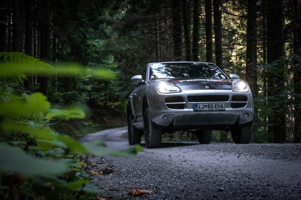 Off-road Porsche Cayenne